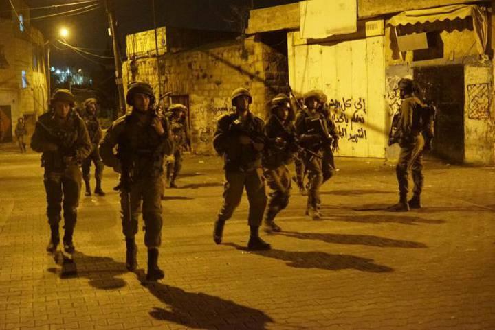 f0d43ca0d7b50 اعتقالات تطال 16 مواطناً في الضفة الغربية